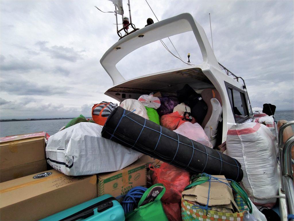 レンボンガン島往復のスピードボート