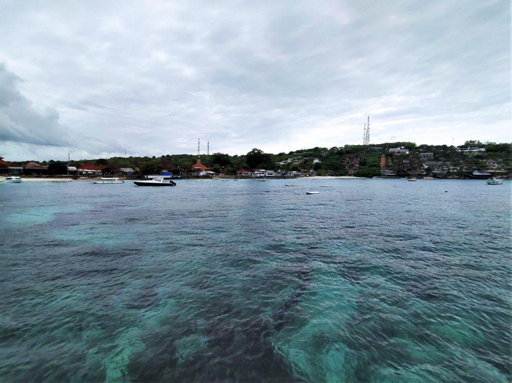 レンボンガン島の海