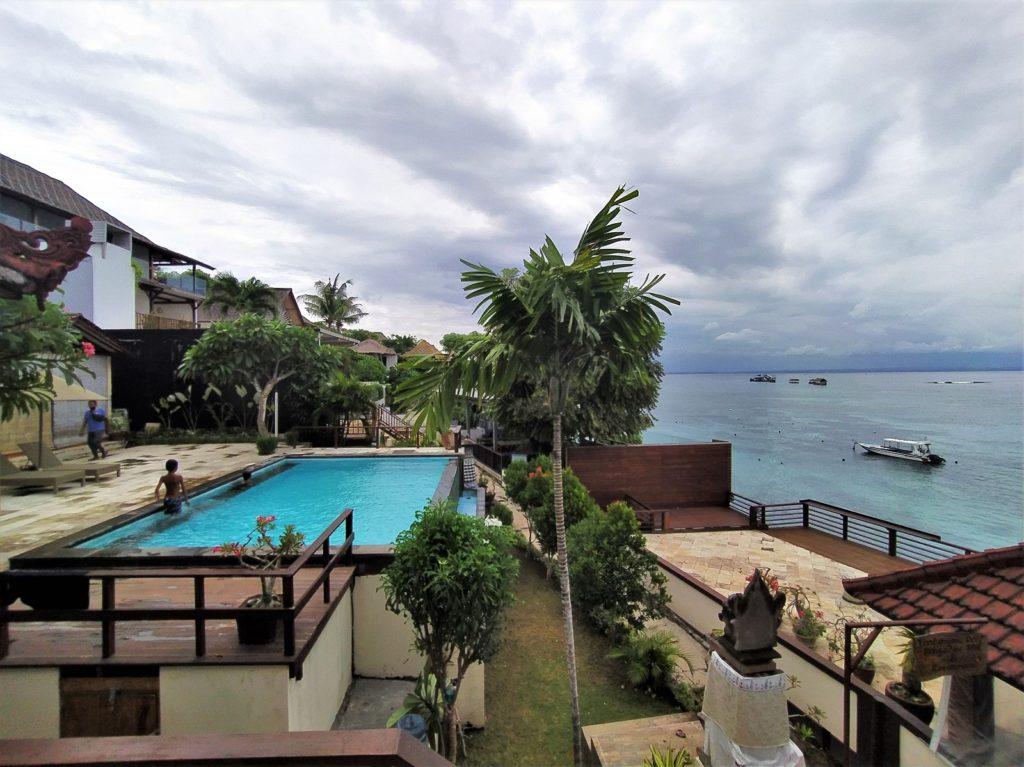 レンボンガン島のホテル