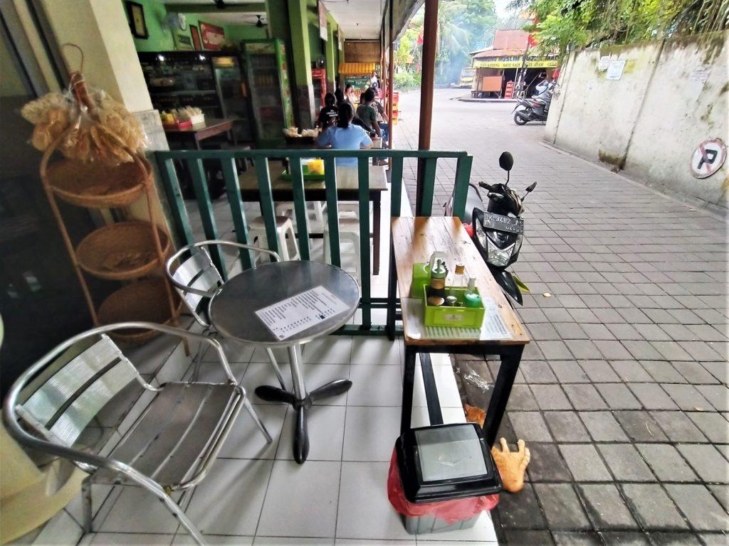 バリ島のローカルご飯屋さん