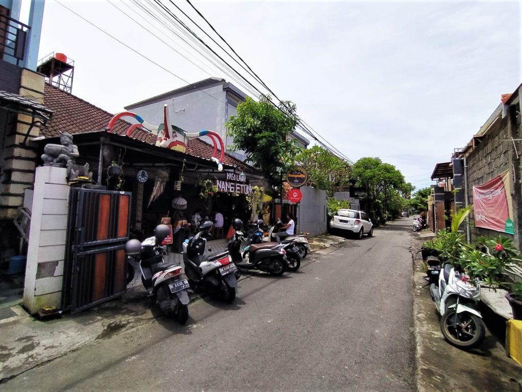 バリ島デンパサールの人気ワルン